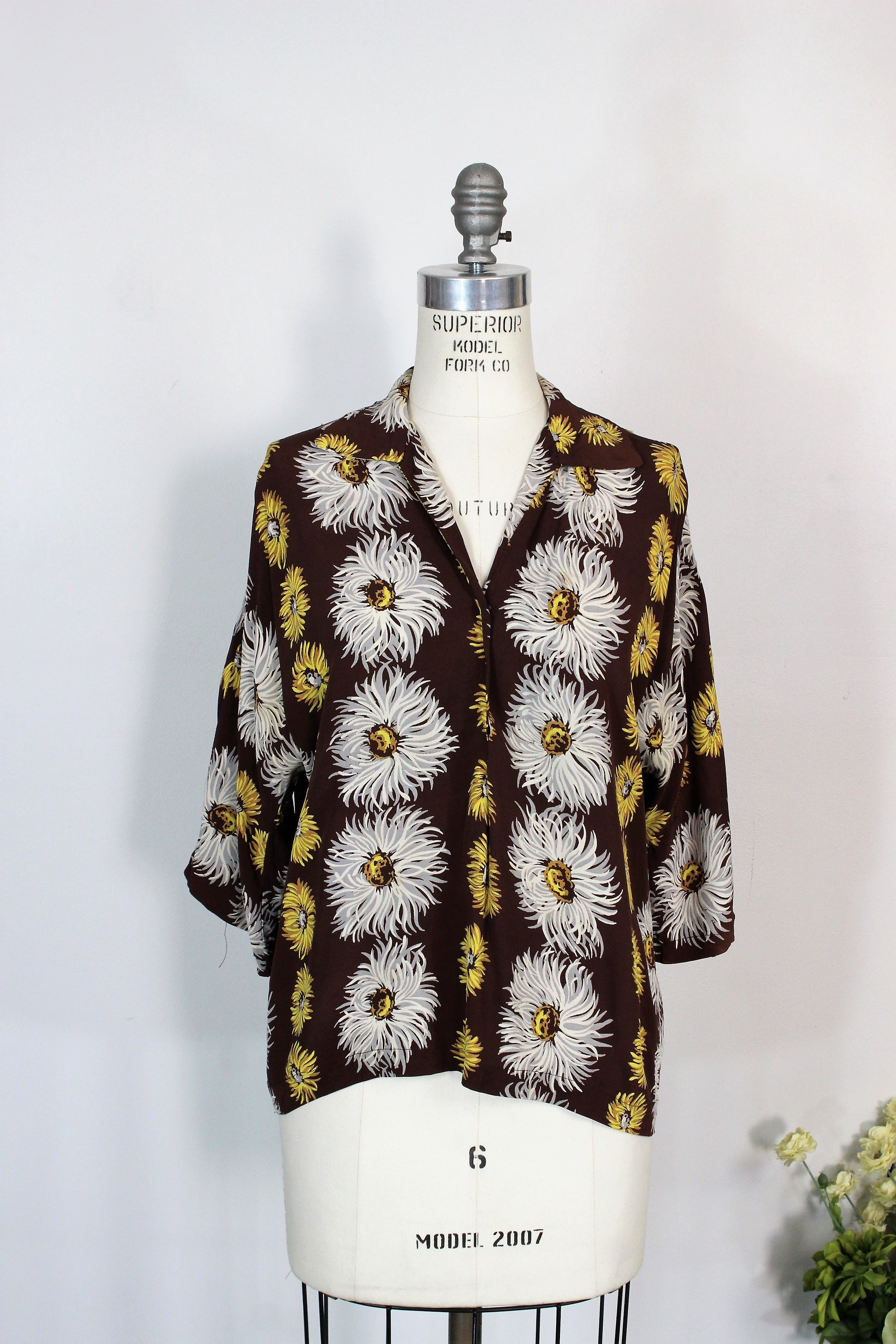 e0621c74dcddb Vintage 1950s Blouse In Brown With White And Yellow Flowers - Toadstool  Farm Vintage
