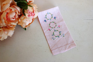 Vintage 1950s 1960s Pink Linen Embroidered  Fingertip Towel