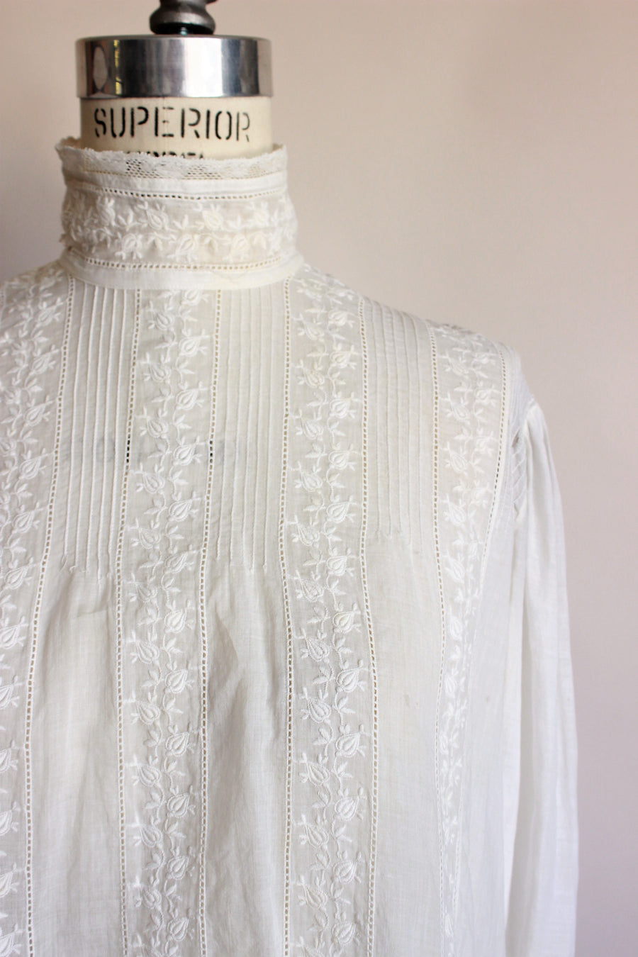 Antique 1890s Blouse In White With Lace Trim