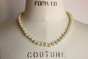 Vintage 1970s 1980s Faux Pearl Necklace