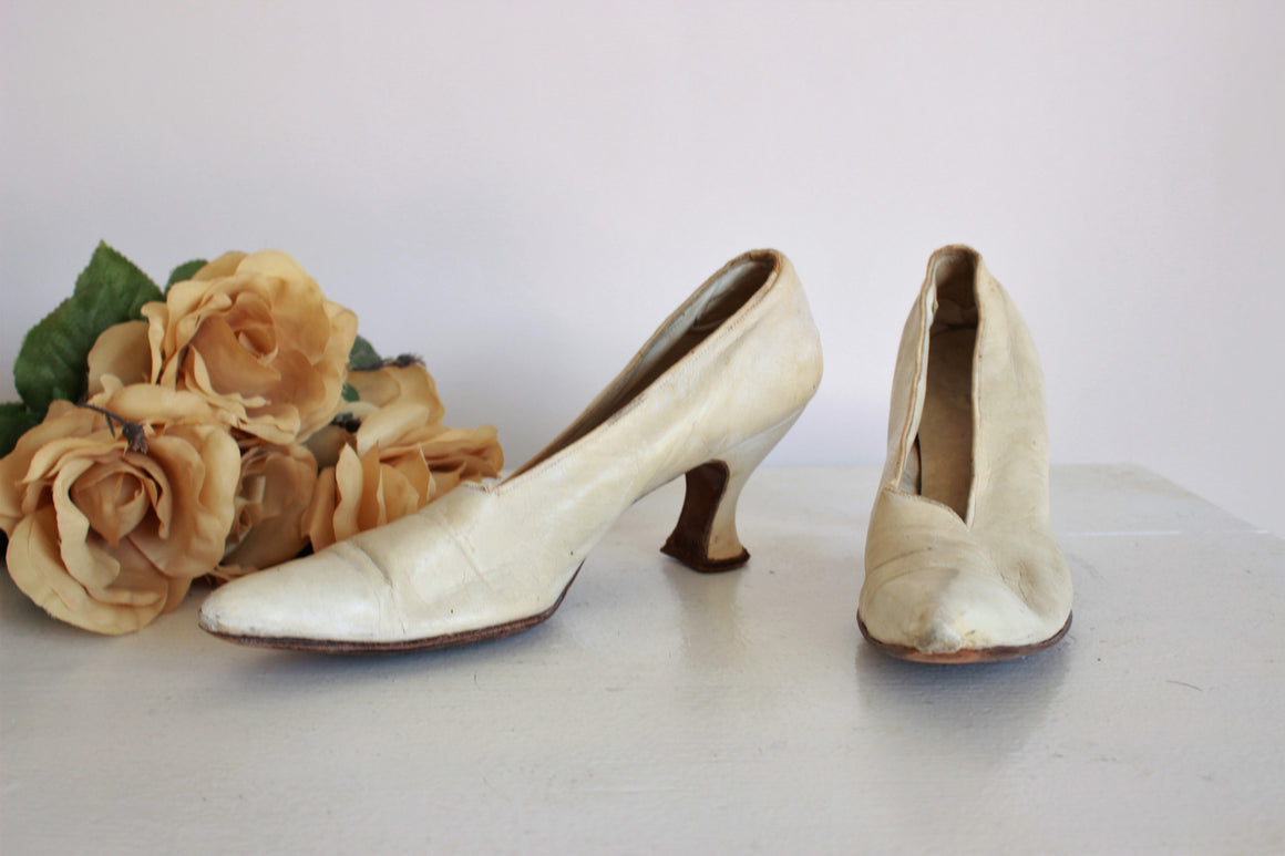 Vintage 1920s Ivory Leather Shoes
