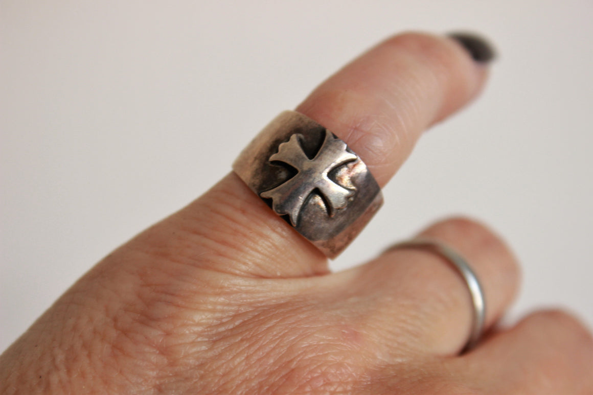 Vintage 1990s Sterlng Silver Medieval Heraldic Ring