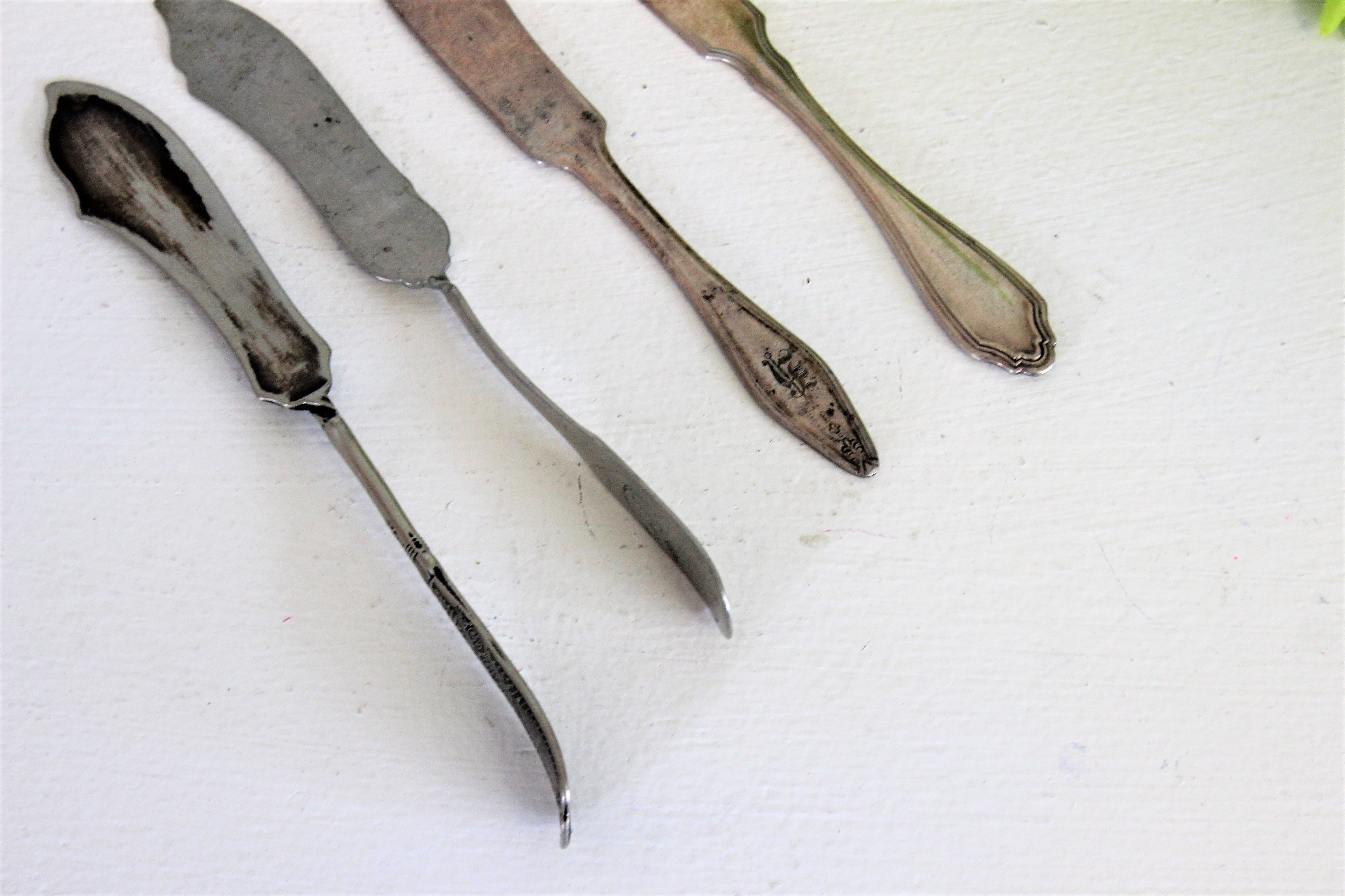 Vintage Mid Century Silverplate Cheese Knives Spreaders Set of Four