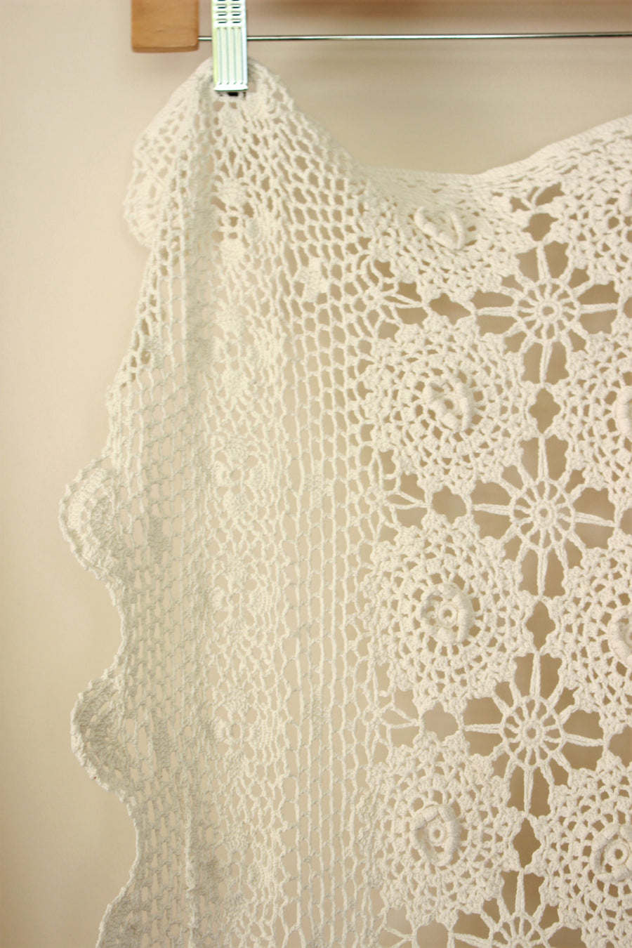 Vintage 1960s Ivory Cotton Crochet Coverlet