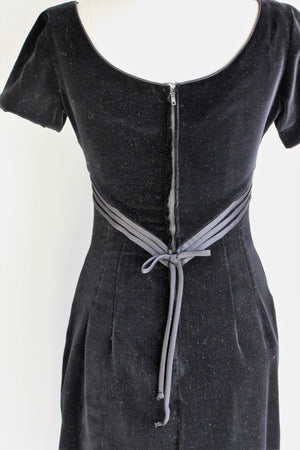 Vintage 1960s Black Velvet Wiggle Dress / Sue Brett Junior