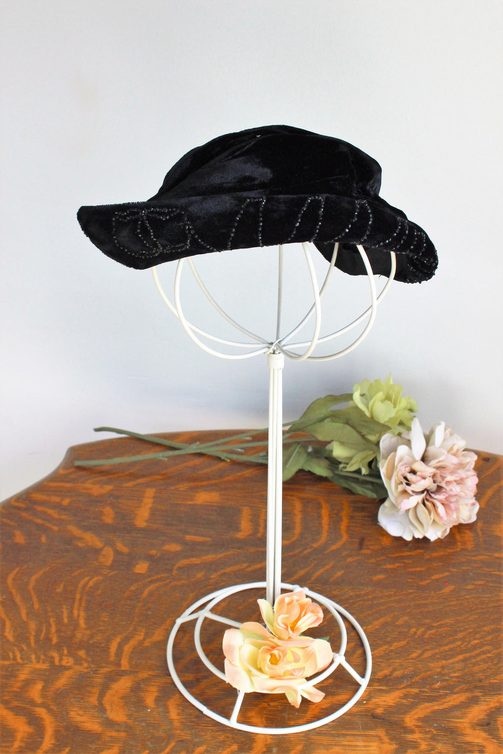 Vintage 1950s Black Velvet Fascinator Hat With Jet Beads