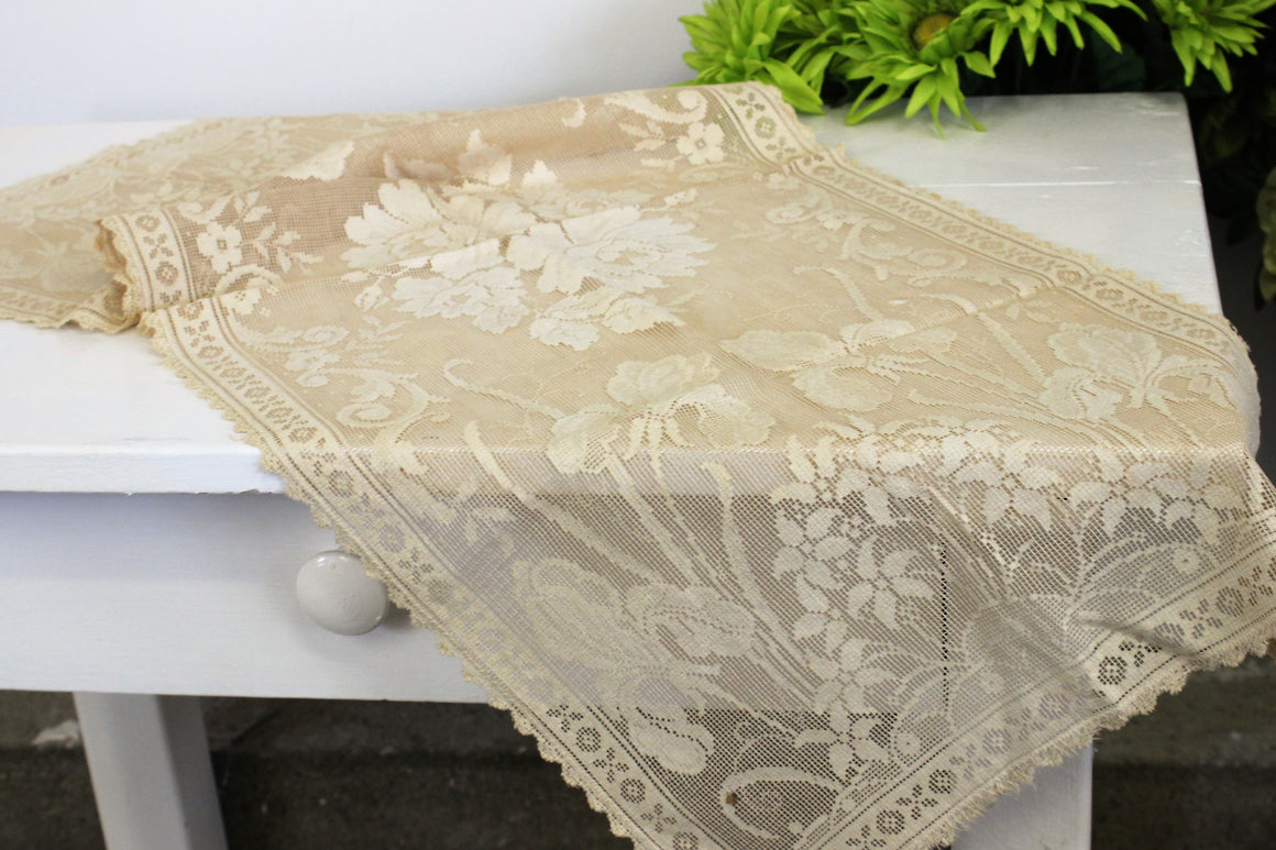 Vintage 1930s 1940s Beige Lace Table Runner