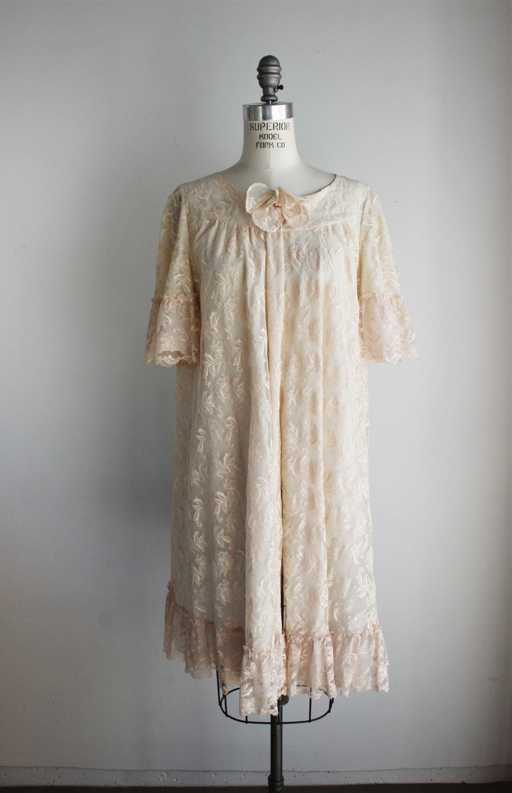 Vintage 1940s Ivory Lace Robe / Bullock's Wilshire