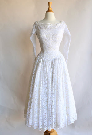 1950s White Lace Fit and Flare New Look Dress With Full Circle Skirt