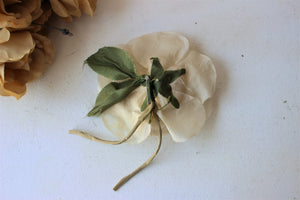 Vintage 1940s Silk Flower Pin