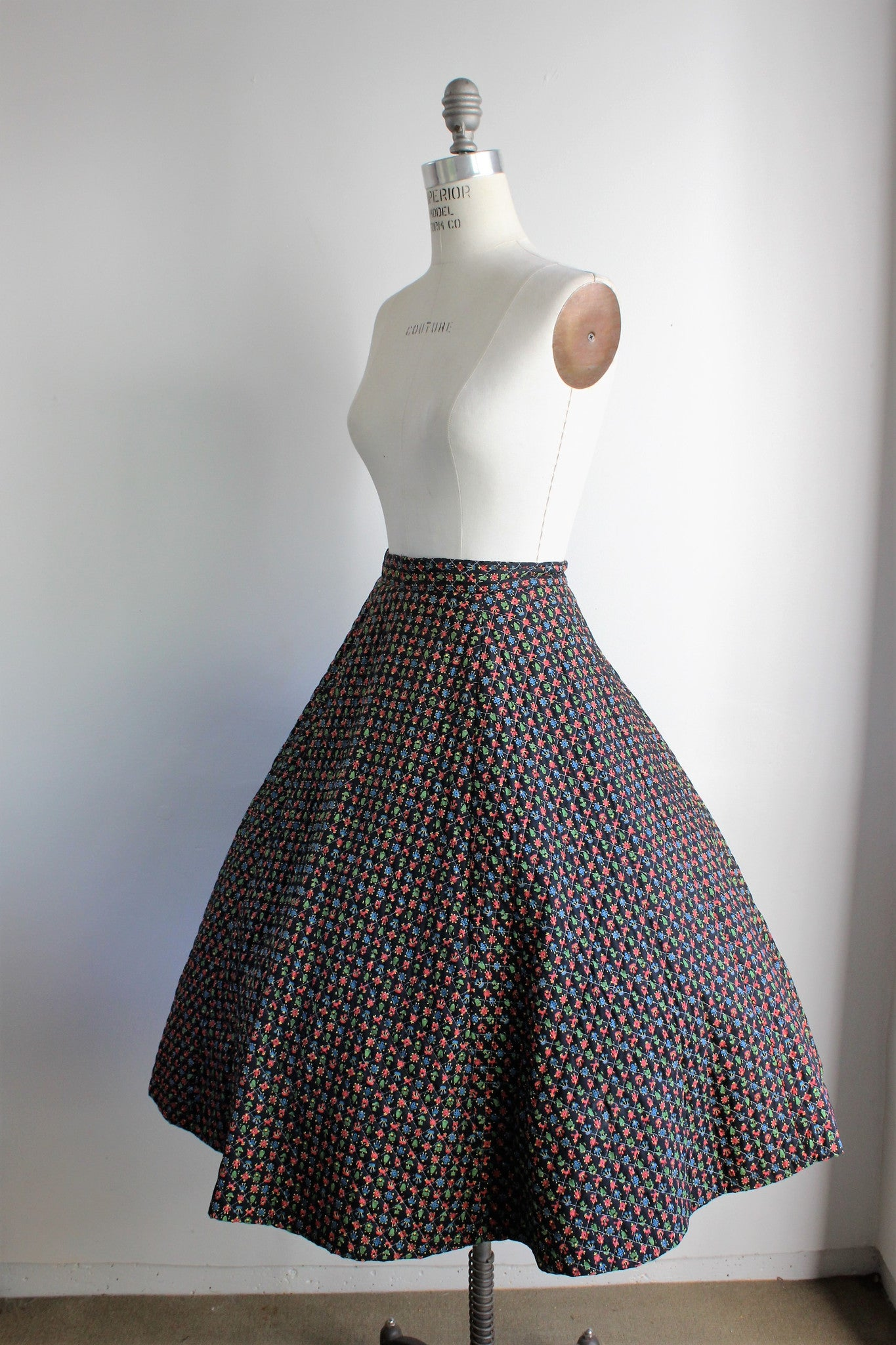 Vintage 1950s Black Quilted Circle Skirt /  Novelty Print