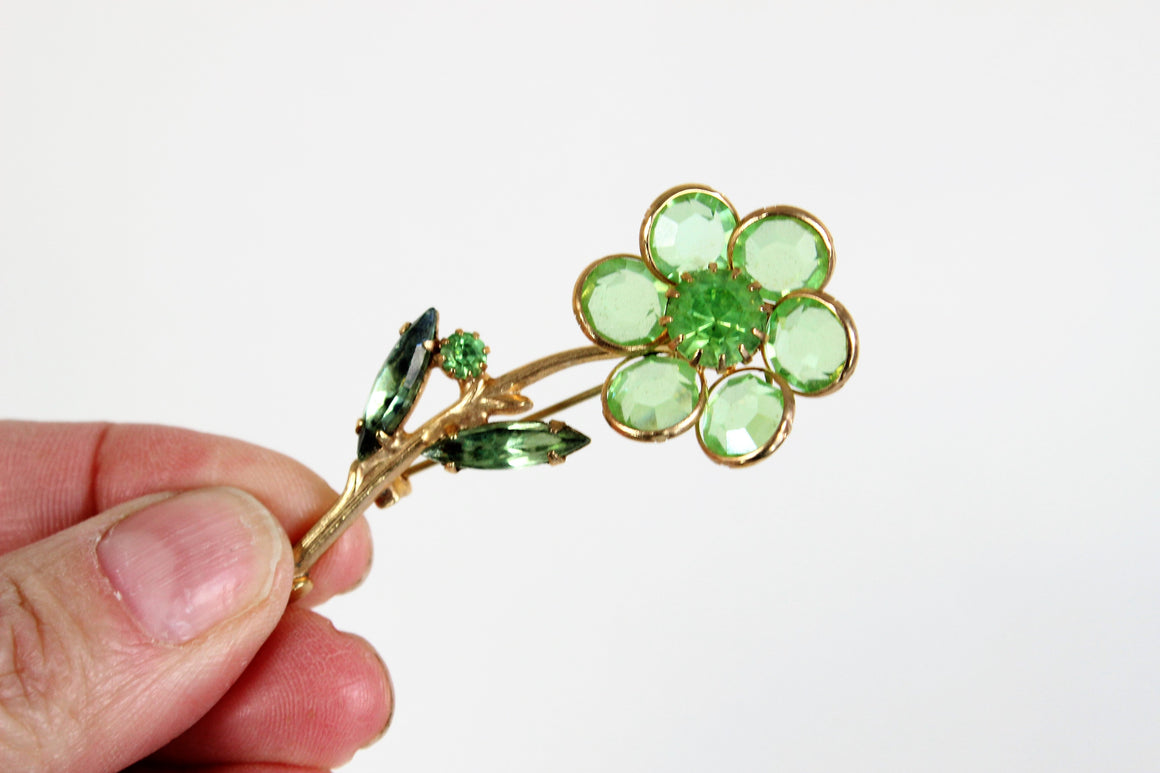 Vintage 1960s Green Glass Daisy Flower Pin
