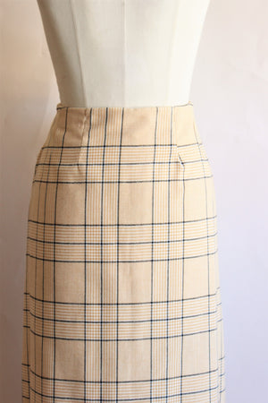Vintage Maxiskirt in a Burberry-like plaid.