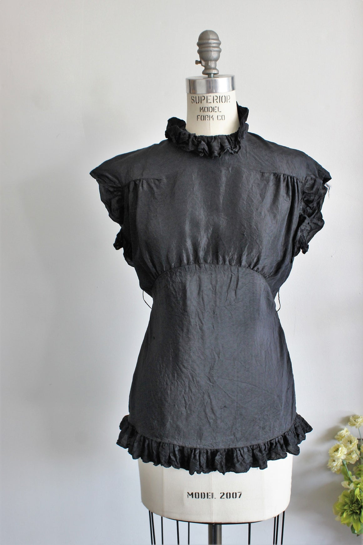 Vintage 1930s 1940s Black Rayon Blouse with Keyhole Back