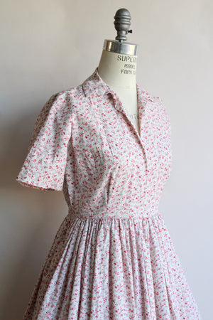 Vintage 1950s Fit and Flare Floral Print Cotton Dress