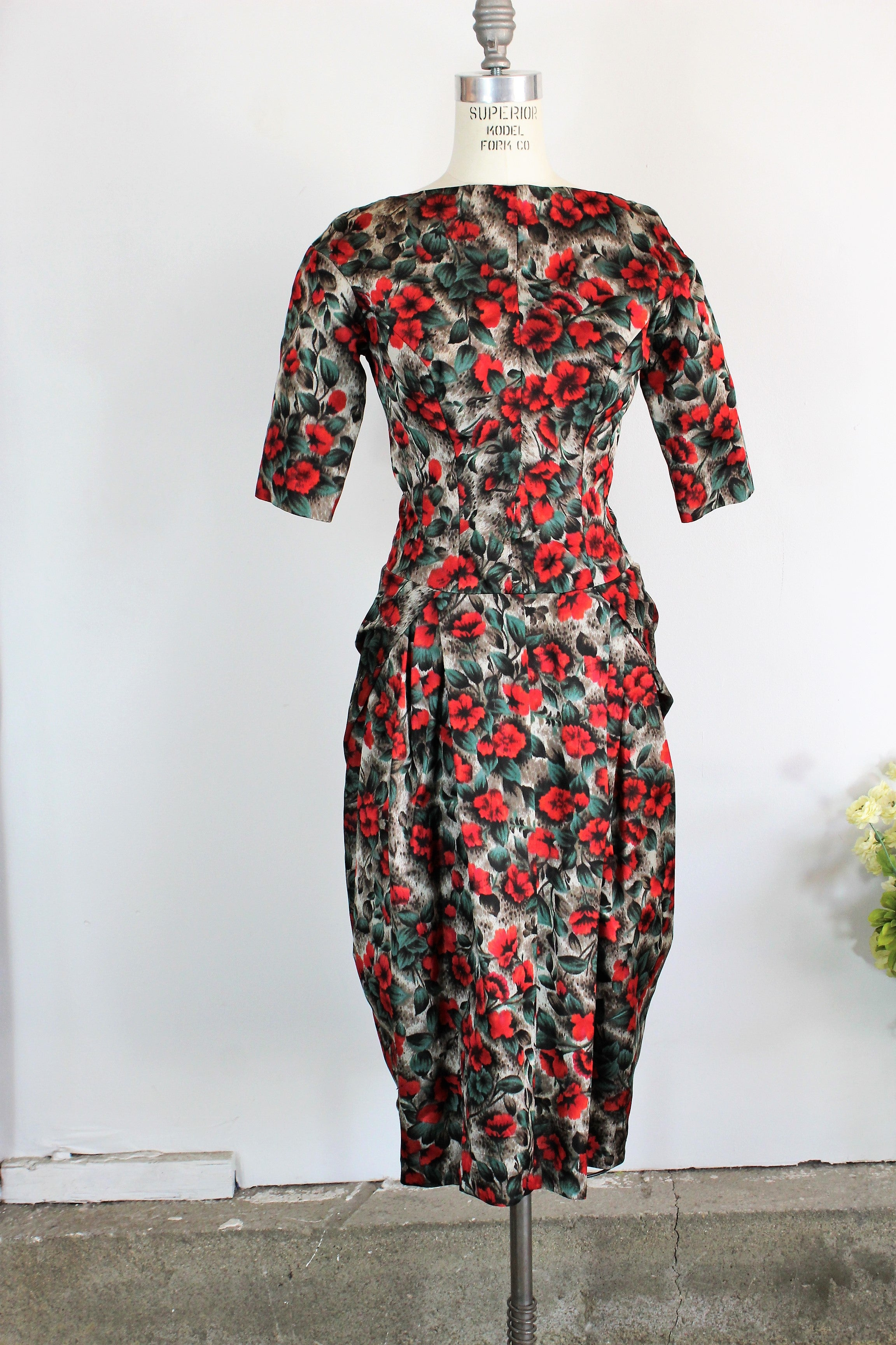 Vintage 1950s 1960s Red Roses Wiggle Dress
