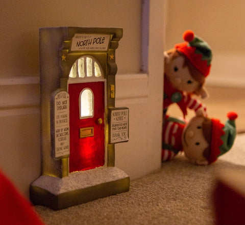 elf_arrival_ideas_christmas_elf_door
