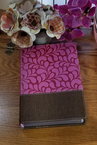 NIV Women's Devotional Bible, Large Print, Chocolate/Orchid Print
