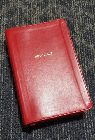 NKJV Deluxe Personal Size Giant Print Reference Bible (Comfort Print)-Red Leathersoft Indexed