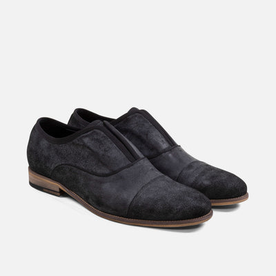 With a simple design and versatile grey suede, these loafers for men are great for formal and casual outfits.