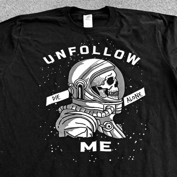 UNFOLLOW ME black Gildan 2000 T-Shirt