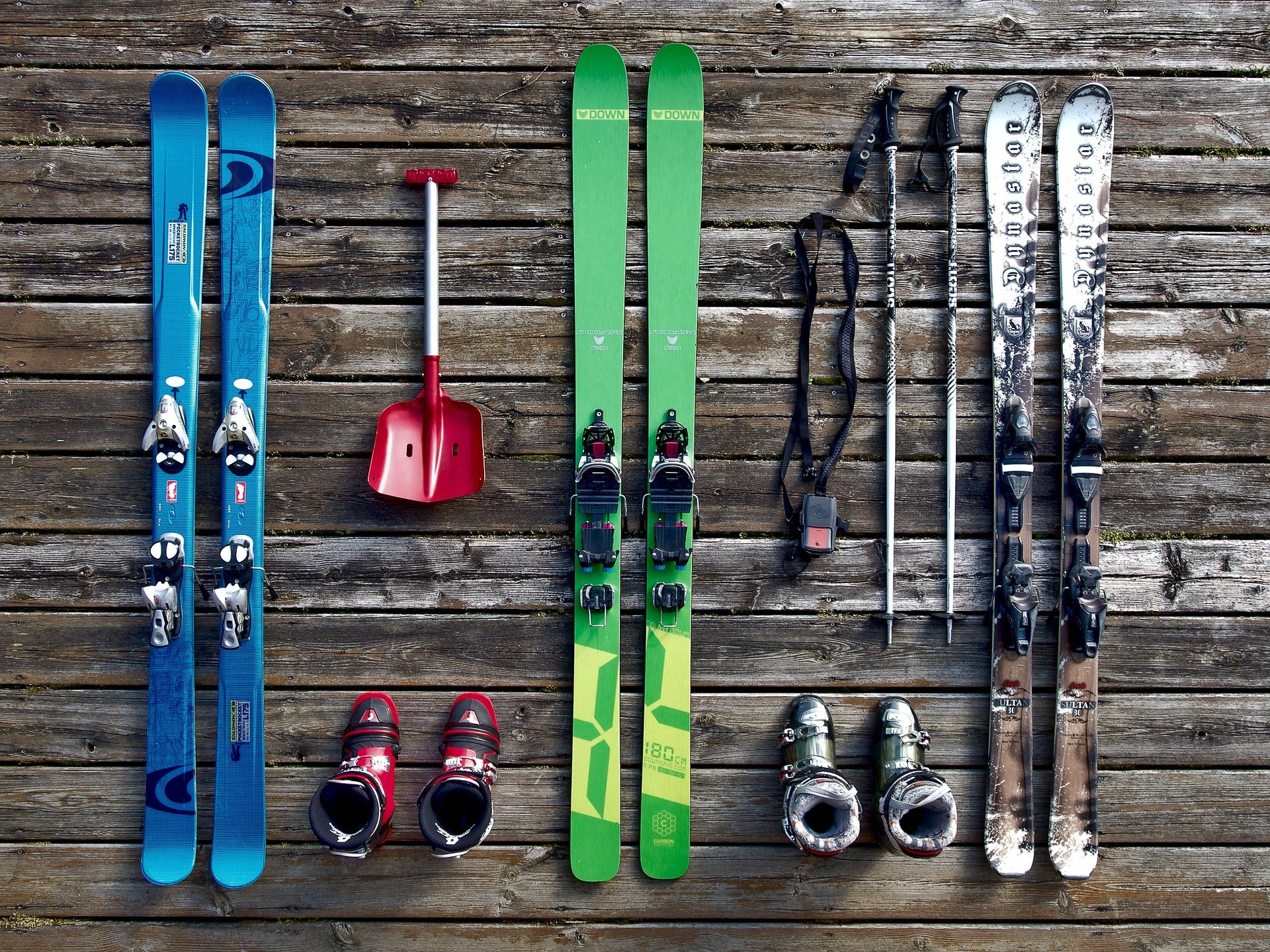 6 STEPS TO PREPARING YOUR SNOWBOARD AND SKIS FOR SUMMER STORAGE