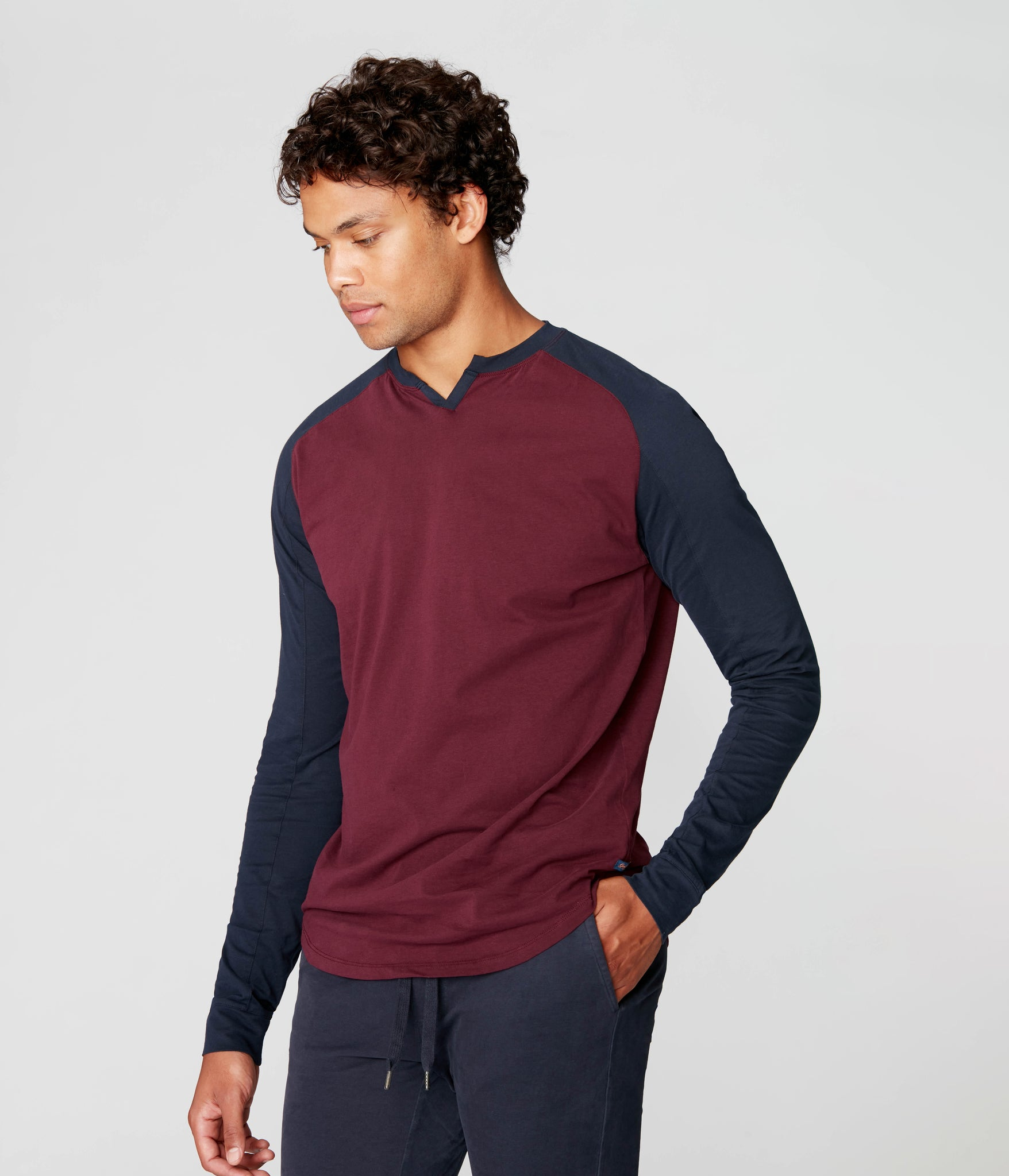 Baseball V-Notch in Premium Cotton Jersey - Wine/Sky Captain