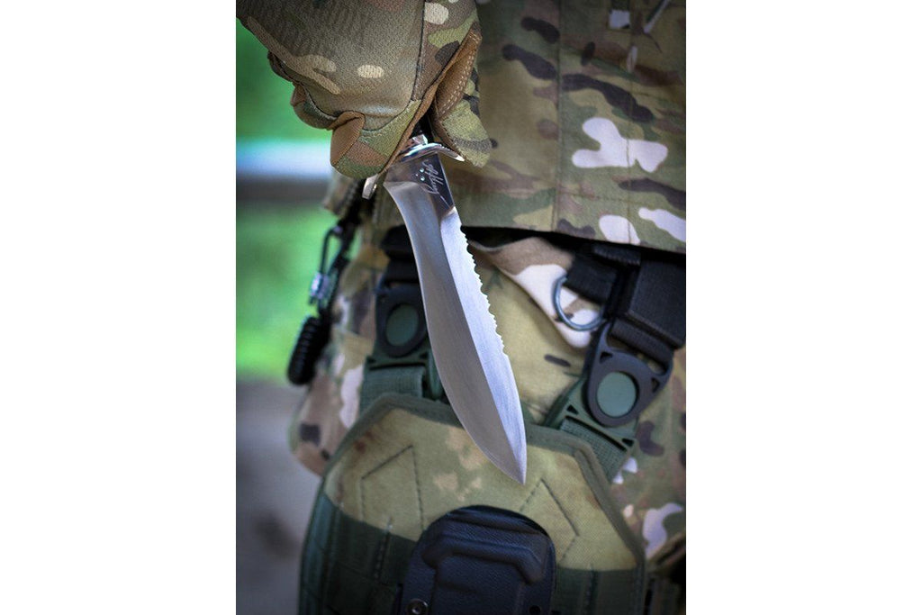 Kisten - handmade tactical knife in the hand