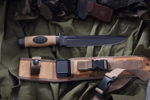 Polite - tactical knife by Mr. Blade, comes with nylon sheath