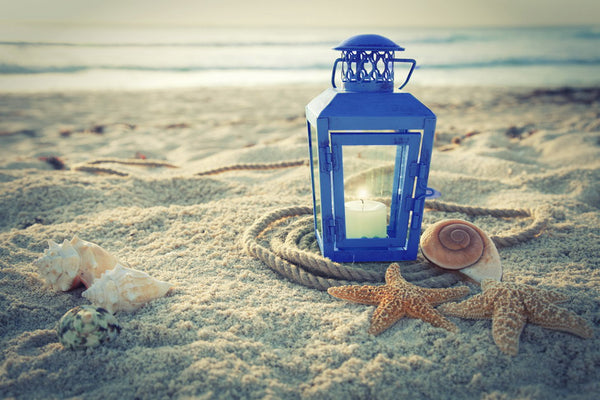 Lantern by the Seashore- ta17-05028