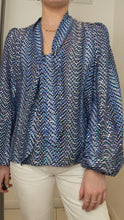 Load and play video in Gallery viewer, Kate blue wave sequin silk blouse - size M