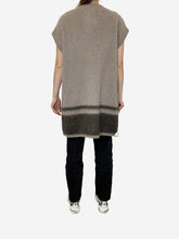 Load image into Gallery viewer, Grey mohair sleeveless cardigan - size S