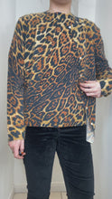 Load and play video in Gallery viewer, Leopard print cashmere sweater and cardigan - size M