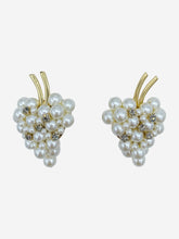 Load image into Gallery viewer, Pearl and crystal grape clip on earrings