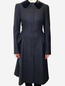 Alexander McQueen Navy coat with velvet collar detail - size IT 42