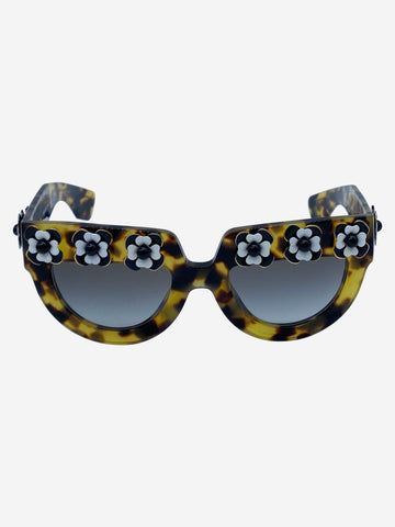 Tortoiseshell sunglasses with daisies