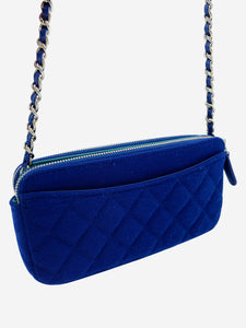 Blue quilt effect crossbody bag with detetcheable chain