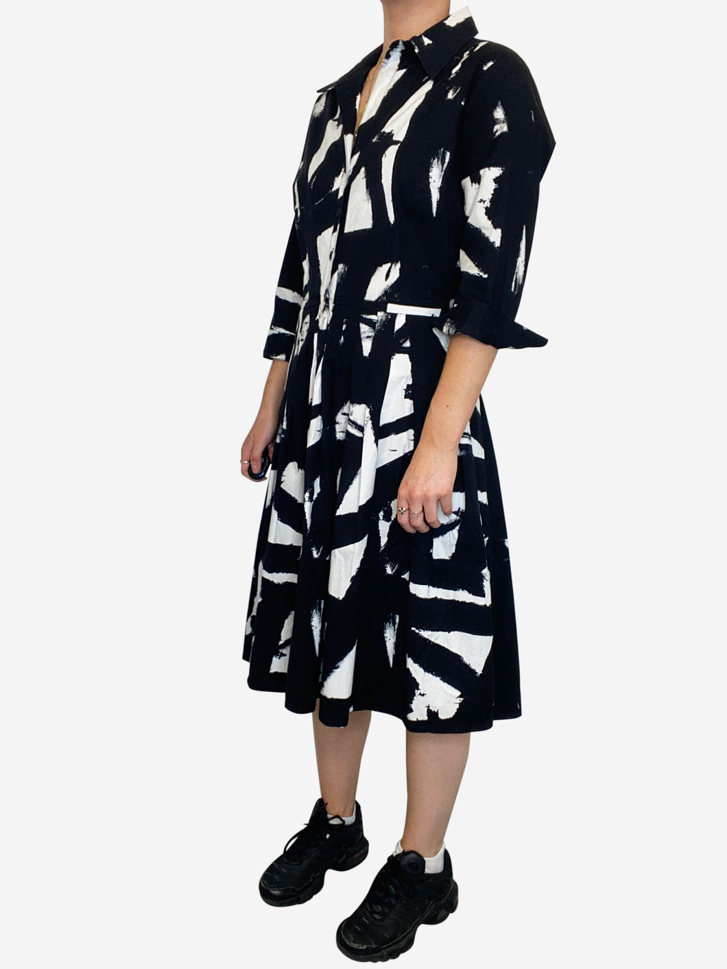 Black & White 3/4 sleeves black and white pleated midi dress - size 10