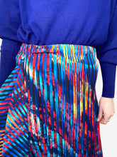 Load image into Gallery viewer, Blue and red pleated midi skirt - size M