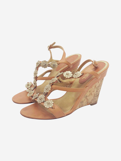 Tan wedges with gold flower detail - size EU 41