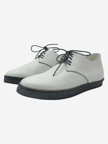 White & grey lace up shoes - size EU 39