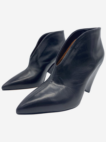 Black pointed toe low front ankle boot - size 4
