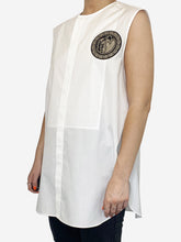 Load image into Gallery viewer, White sleeveless blouse with heart chest patch - size FR 46