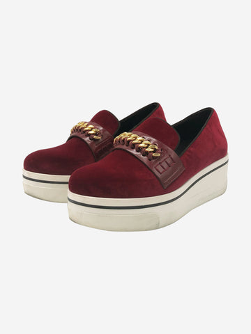 Red velvet platform slip on shoes with chain - size EU 35