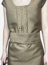 Load image into Gallery viewer, Oversized gold tunic with eyelet and belt - size IT 40