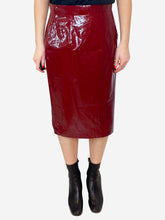 Load image into Gallery viewer, Dark red PVC effect pencil skirt - size IT 44