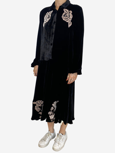 black long sleeved velvet dress with roses up aplique - size 12