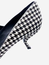 Load image into Gallery viewer, Black and white 'Virgule' houndstooth kitten heels- size UK 5.5