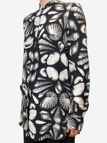 Black & white seashell blouse - size UK 10