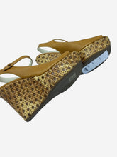 Load image into Gallery viewer, Mustard woven peep-toe wedges - size EU 37